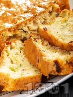 Солен кекс със синьо сирене, праз лук, стафиди, прясно мляко, масло и сметана (с бакпулвер) - снимка на рецептата